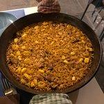 Paella della casa con cozze, gamberi e seppia