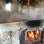 Sydekarene opvarmes med brænde