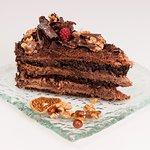 Tort Baileys, czekoladowy z orzechami laskowymi