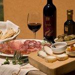 Delicious Chianti wine & Tuscan food tasting
