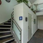 Entre med med adgang til lejligheder, værelser og reception