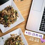 Foto de Du-Za Mi-Ha Noodle Bar