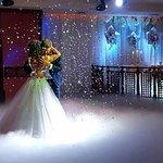 Сказочная свадьба ! Облако из дыма и дождь и серпантина!!! Завораживающая картина !