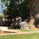 Peça da antiga fábrica exposta no terreno da Olivícola