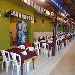 area externa do restaurante Kina do Feijao