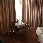 Номер в гостинице Dom Pedro с видом на океан.