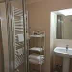 baño , correcto, completo , limpio y bien cuidado