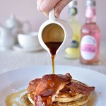 Mouth Watering Bacon & Syrup Pancakes