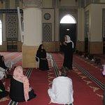 Margarita compartiendo con detalle y en un marco de profundo respecto por el islamismo