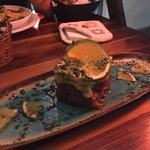 tartar de atum com guacamole por cima