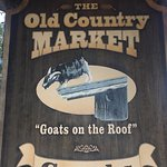 Foto de Old Country Market- Goats on Roof