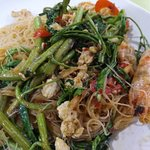 Stir fried noodles with seafood