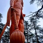 Jakis temple is situated onJakhoo Hill, 2.5km /1.3 miles east fromthe Ridge, Shimlaat a heig