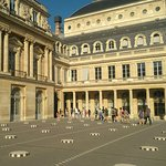 Photo of Colonnes de Buren