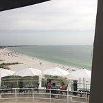 Foto de Spinners Rooftop Revolving Bistro & Lounge