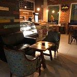 Ven y relájate en un ambiente único acompañado de pan y café .