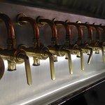Torneiras para o mestre cervejeiro experimentar durante a produção