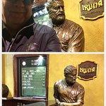 Posando con Hemingway en su historico rincón...
