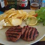 Hamburger e patatine fresche