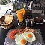 Την Καλημερα μας απο το το swell με το γευστικότατο πρωινό !!!!!!!!!!!!!!!!🍳🥓🥪🍹☕️ #swell_caf