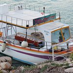 la Viola in porto a Levanzo