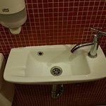 Waschbecken in der Toilette