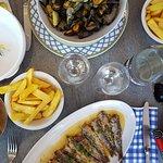 Moules et sardines grillées.