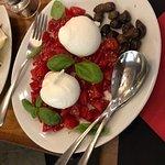 Невозможно передать какие вкусные буратта и помидоры с оливками.