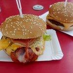 Burger mit Bacon und Ei