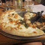 dulce pizza - pizza aux épinards et fromage de chèvre (trois bouts de feuilles pour les épinard)
