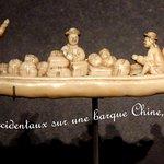 occidentaux sur une barque Ivoire Chine 19e