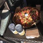 Foto de Round Table Pizza