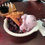 huckleberry pie and ice cream
