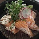 Deliciosa extra fresca barriga de salmão