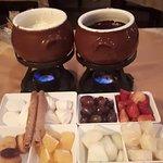 Fondue doce (leite ninho + chocolate ao leite)