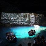 Melissani Cave resmi