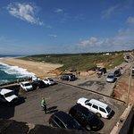 Estacionamento junto ao forte e Praia do Norte ao fundo