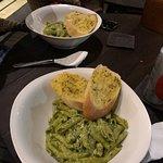 Mingle Cafe Bar Foto