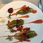 Fiori di zucchine cotte al vapore con mousse di Baccalà