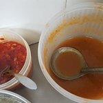 店家自製甜辣醬/有蘿蔔的辣椒醬. 舀了好幾勺....うまい