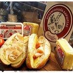 """Σάντουιτς μεκοτόπουλο η γαλοπούλα καπνιστή """"Τσιανάβας"""" τυρί """"Μάτης"""" και σικάγο """"Βιοσάλ"""""""