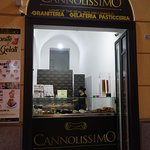 Cannolissimo storefront.