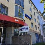 The main entrance to the Park Inn on the Frankfurter Ring.