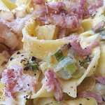 Over cooked pasta Carbonara with none crispy pancetta and leeks