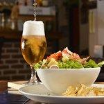 ENSALADAS - Parte de nuestro menú para disfrutar con buen café o una cerveza artesanal