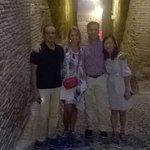 Madrileños y estadounidenses conociendo la ciudad por la noche, muchas gracias y hasta pronto.