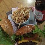 Betty's Burgers & Concrete Co Foto
