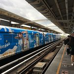 Foto af tog og togplan