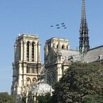 Jets above Notre Dame during our Paris Running tour