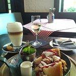 Kaiserschmarrn, Latte Macchiato und Dessertwein